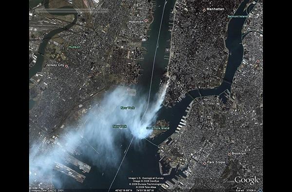 Эта фотография  снята в 11 сентября 2001 года в Нью-Йорке и Вашингтоне после террористических атак, на съемках Всемирный торговый центр еще горит. фото с Googel earth.