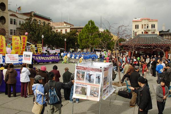 Место сбора митингующих на площади Портсмут. Фото: Великая Эпоха