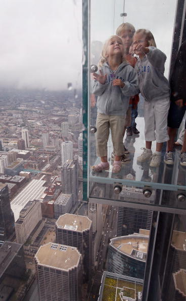 Стекляный балкон на высоте 103 этажа/Scott Olson/Getty Images