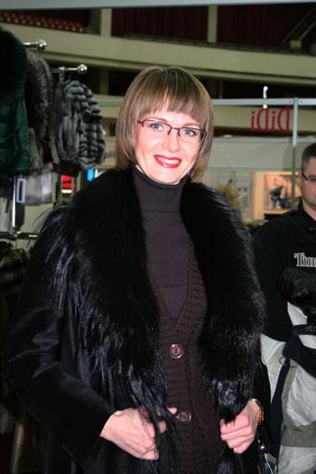 Елена задумалась над вопросом и предпочла качество моде. Фото: Оксана Щеткина/Великая Эпоха