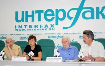 Участники пресс-конференции «Российская общественность против террора в лесу». Фото: Ульяна Ким/Великая Эпоха