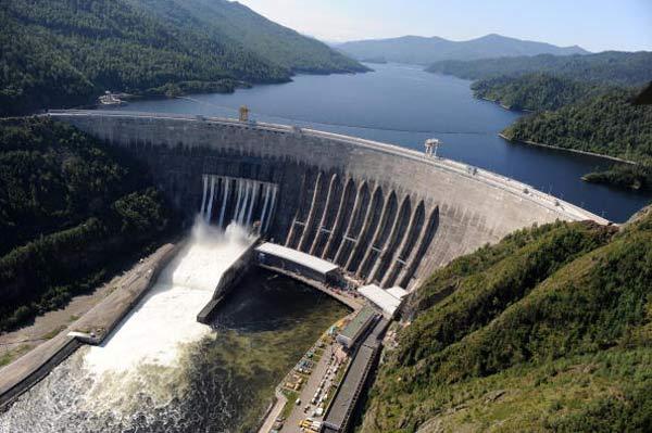 Катастрофа на Саяно-Шушенской ГЭС. Фото: ALEXANDER NEMENOV/AFP/Getty Images