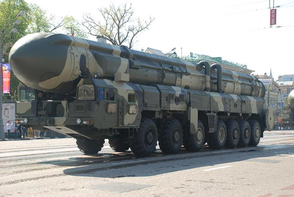 Демонстрация военной техники. 9 мая 2009 год. Фото: Юлия Цигун/Великая Эпоха