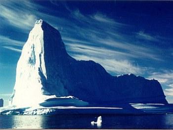 Айсберг. Фото пользователя Sir48 с сайта wikipedia.org