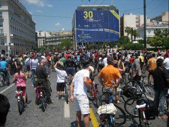 Афинские велосипедисты участвуют в заезде, чтобы продемонстрировать преимущества велосипеда как здорового средства передвижения. Фото: Haim David