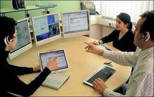 Три монитора подключались к одному компьютеру при помощи ПО Information Worker's Workplace. Фото с compulenta.ru