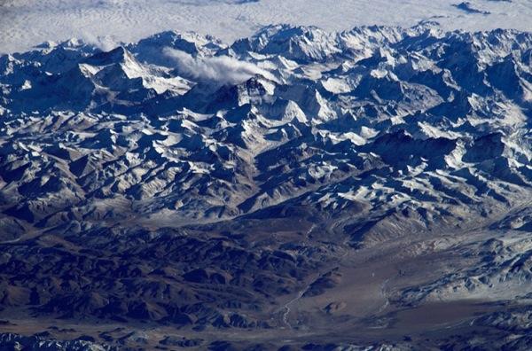 Гора  Эверест в безоблачную погоду. Фото NASA.