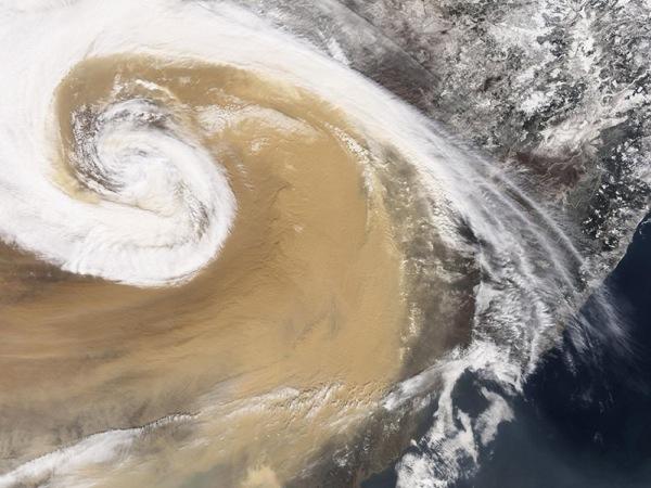 Пыльные бури в Тихом океане. Фото NASA.