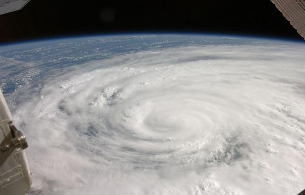 Ураган над Кубой. Фото NASA.