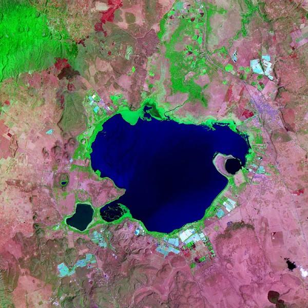 Озеро в Кении. Фото NASA.