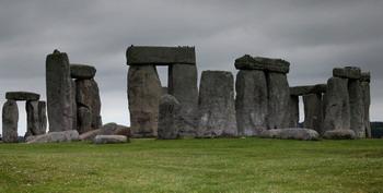 Памятник Стоунхендж является местом захоронения первых обитателей Англии, живших в 3030-2880 гг до н.э. Фото: Matt Cardy/Getty Images