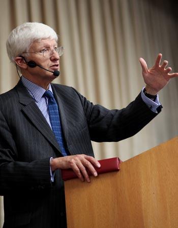 Выдающийся физик-теоретик Кристофер Ллевеллин Смит. Фото предоставлено пресс-службой Фонда Дмитрия Зимина «Династия»