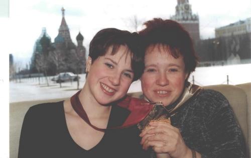 Ирина Слуцкая с мамой. Фото: Николай Зуев.