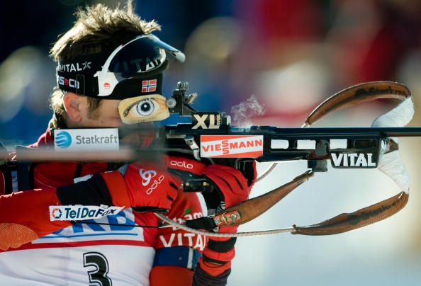 Российский биатлонист Иван Черезов выиграл бронзу в гонке с масс-старта на шестом этапе Кубка мира в итальянской Антерсельве. Фото: VINCENZO PINTO/AFP/Getty Images