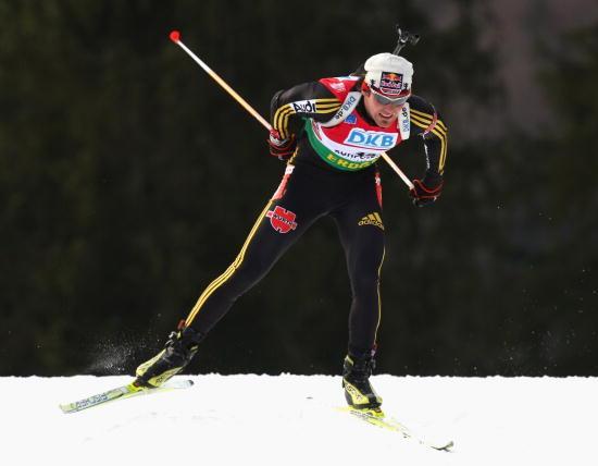 Норвежский биатлонист Оле-Эйнар Бьорндален выиграл золотую медаль в спринте на пятом этапе Кубка мира в немецком Рупольдинге. Фото: Alexander Hassenstein/Bongarts/Getty Images