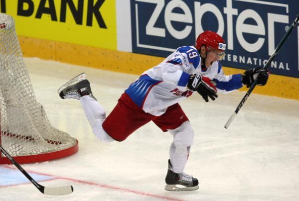 Антон Курьянов реализует выход один на один во время Чемпионата Мира по хоккею между сборными России и Германии. Фото: Martin Rose/Bongarts/Getty Images