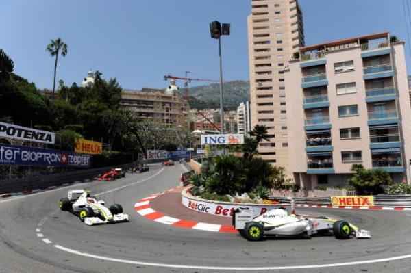 Дженсон Баттон лидирует на Гран-при Монако. Фото: PASCAL GUYOT/AFP/Getty Images