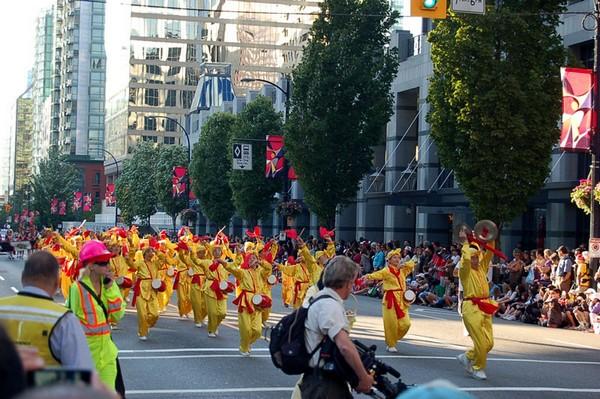 Шествие последователей Фалуньгун во время мероприятий, посвящённых Дню Канады. 1 июля 2009 год. Фото с minghui.org