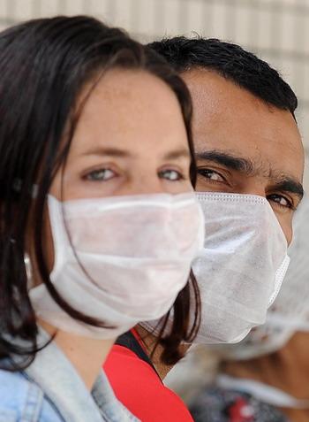 Скорость распространения гриппа  A/H1N1 по странам Евросоюза стремительно увеличивается с разгаром сезона отпусков. Фото: VANDERLEI ALMEIDA/AFP/Getty Images
