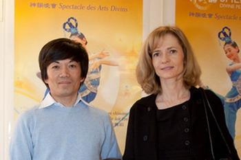 «Мы вообще не привыкли видеть такую красоту» - говорит Тонг Чхор, который вместе с женой пришел посмотреть спектакль Divine Performing Arts во Дворце Конгрессов в Париже. Фото: Joson Wang /Великая Эпоха
