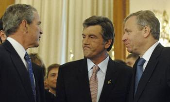 Президент Украины Виктор Ющенко и Джордж Буш, усиленно лоббировавший интересы Украины попасть в НАТО. Фото: FREDERIC STEVENS/AFP/Getty Images