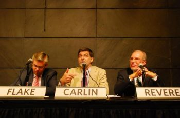 Л. Гордон Флейк, Роберт Карлин и Эван Ревир в «Японском сообществе» в Нью-Йорке анализируют отношения между Северной Кореей и США