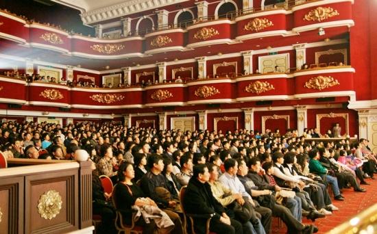 Аншлаг на концерте DPA в Сеуле 8 февраля 2009 г. Фото: Цзин Гохуань/The Epoch Times