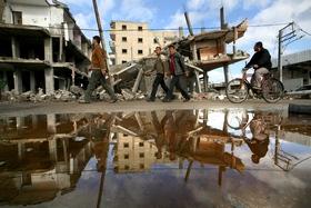Разрушения везде. 18 января- после прекращения огня жители Газы начали выходить из домов на разрушенные улицы. AFP PHOTO /MEHDI FEDOUACH