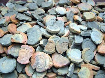 Формы для создания фальшивых монет 2-го и 3-го столетия, найдены в Трире, Германии. Аукционный вебсайт eBay открыл глобальный рынок для фальсифицированных экспонатов