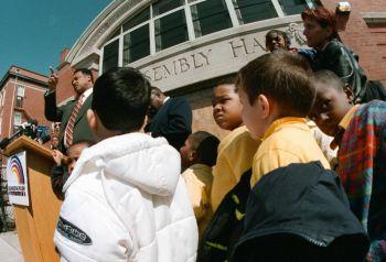 Дошкольники в начальной школе Глэдстоун, Чикаго, Иллинойс. Фото: Tim Boyle