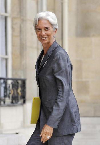 Французский министр экономики Кристин Лагард имеет веские основания для улыбки. Фото: Gerard Cerles /AFP /Getty Images