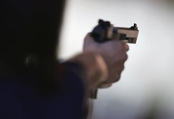 В одном из тихих городков Северной Каролины, США, в воскресенье 29 марта, около десяти часов утра  на территорию пансионата для престарелых проник 45-летний американец и расстрелял семь стариков и сестру-сиделку. Фото: Robert Laberge/Getty Images