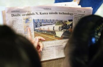Наблюдатели отмечают, что Северная Корея приступила к заключительному этапу подготовки к запуску ракеты. Это доказывает повышенная активность в районе полигона Мусудан-ни на северо-востоке страны. Фото: Chung Sung-Jun/Getty Images