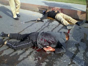 Как утверждают в местных правоохранительных органах, в перестрелке погибли, по меньшей мере, шесть полицейских. Кроме того, убиты двое мирных жителей. Фото: SAMEED QURESHI/AFP/Getty Images