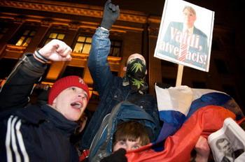 На фоне сложной экономической ситуации в январе в Риге прошли массовые беспорядки, участники которых требовали отставки правительства и роспуска Сейма. Фото: ILMARS ZNOTINS/AFP/Getty Images