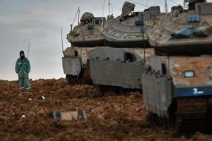 Израильская бронетехника на границе с Сектором Газы. Фото: David Silverman/Getty Images