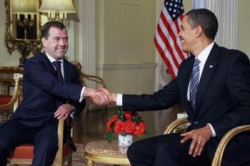 Барак Обама и Дмитрий Медведев встретили в Лондоне. Фото:Getty Images
