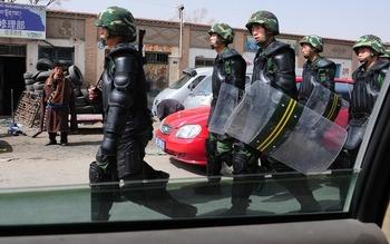 Накануне 50-й годовщины Тибетского народного восстания, Власти в Китае усиливают охрану в тибетском районе. Фото: AFP /Getty Images