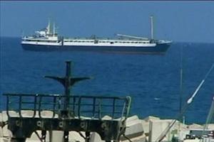 В руках у пиратов остается капитан судна. Фото: NTDTV.com
