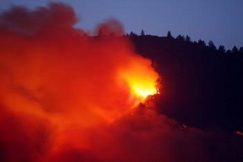 В Калифорнии  лесные пожары вызвали эвакуацию калифорнийцев/David McNew/Getty Images