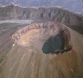 Вулкан Каракатау очнулся от векового сна. Фото с niceworld.su