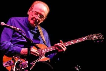 Знаменитый гитарист Лес Пол. Фото с musicmp3.spb.ru