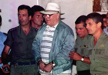 Демьянюк покидает тюрьму Израиля, избежав правосудия в 1993 году. Фото: SVEN NACKSTRAND/AFP/Getty Images