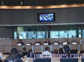 Слушания в Европарламенте по вопросу преследования китайской компартией последователей   Фалуньгун. 15 апреля 2009 года. Фото: The Epoch Times