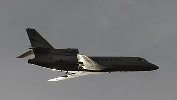 Гондурасские военные не позволили приземлиться самолету, на борту которого находился  Мануэля Селайи. Фото: CABEZAS/AFP/Getty Images