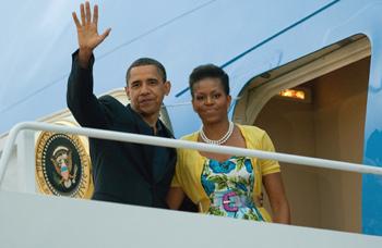 Президент США Барак Обама с супругой 5 июля 2009 г. Фото: SAUL LOEB/AFP/Getty Images