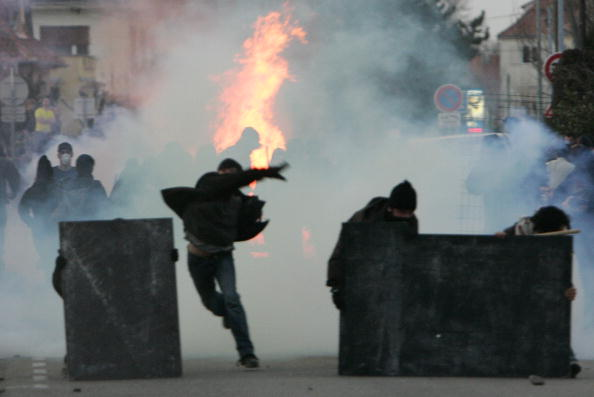 Саммит НАТО сопровождается протестами антиглобалистов. Фото: Carsten Koall/Getty Images