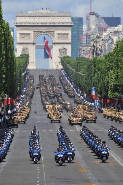 14 июля - главный Национальный праздник Франции. Париж,14 июля 2009г. Фото: Getty Images