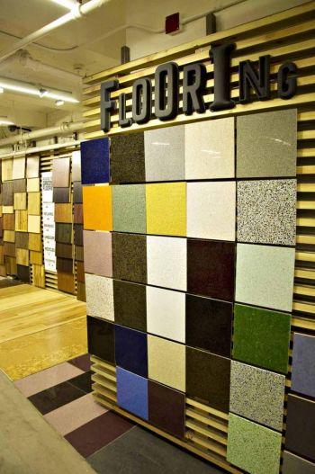 Устойчивый настил для пола может быть изготовлен из пробковых плит, которые представляют альтернативу линолеуму и древесине. Чаще всего