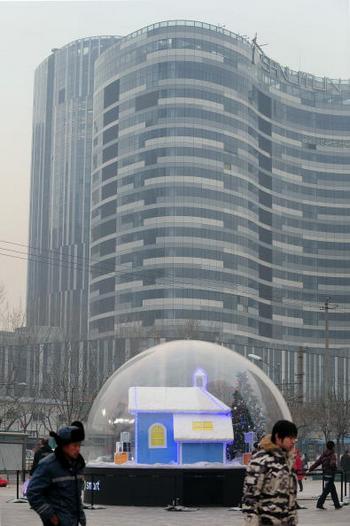 В Китае стремительно растут цены на недвижимость. Строящийся дом в Пекине. 7 декабря 2009 год. Фото: AFP